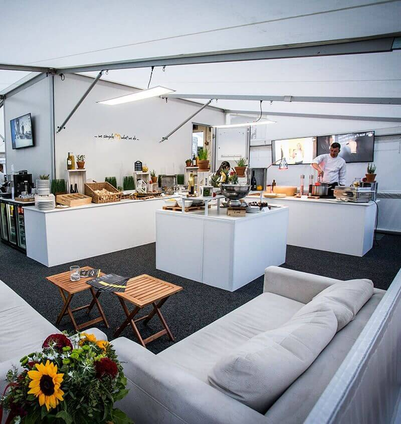 Mobile Eventlocation von eila Innenansicht Buffet